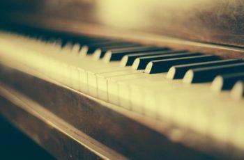 A inversão de acordes no teclado