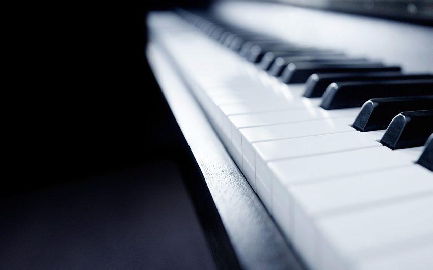 Tocar Músicas Fáceis no Teclado ou Piano e1531671750606 - Músicas Fáceis Para Teclado: Aprenda a Simplificar Cifras Difíceis Para Tocar Como Iniciante