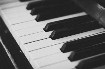 Acordes menores no teclado e na teoria musical