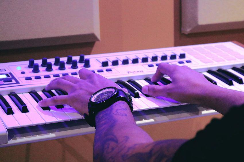 Não é caro fazer curso online de teclado e1539119637404 - Curso de Teclado Online Completo do Wiliam Silva