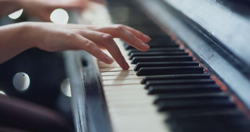 Serve para tecladistas iniciantes na música