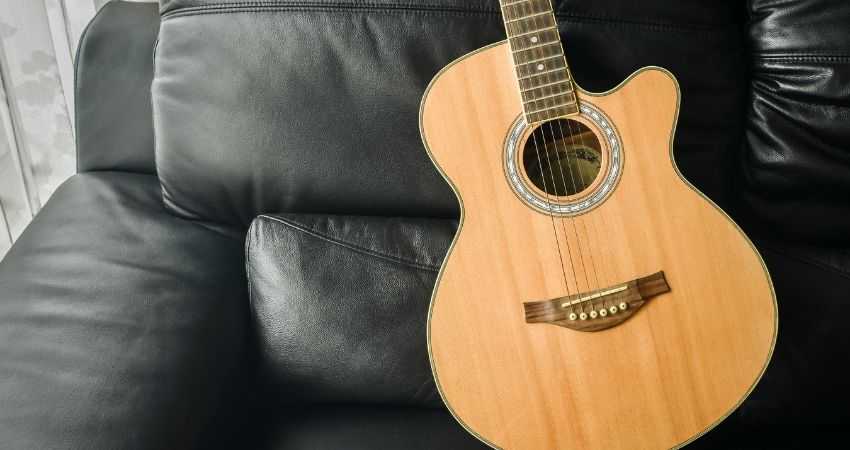 O uso do violão com cutaway