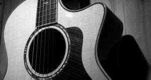 O que é um Violão Cutaway? Posso tocar melhor com um Corte no Corpo do Violão?