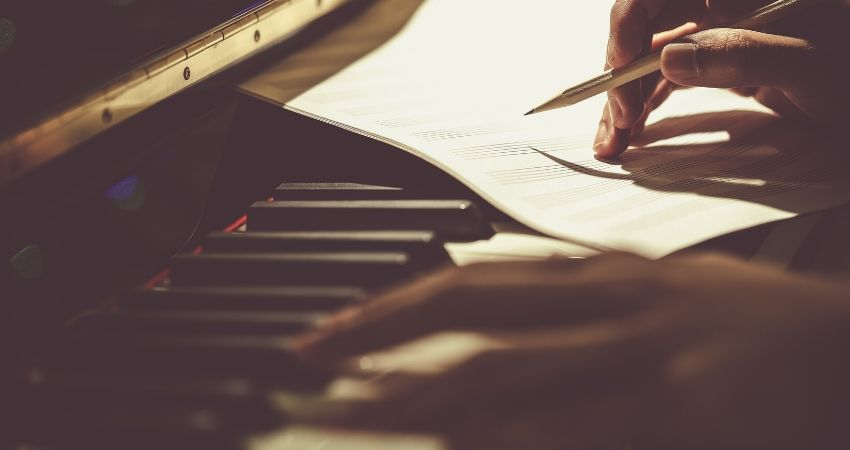 Aprender os acordes maiores no teclado ou piano