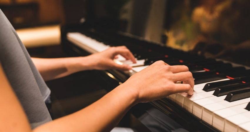 Como aprender tocar teclado iniciante