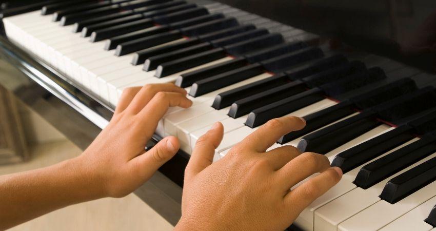 Escalas menores naturais para teclado ou piano