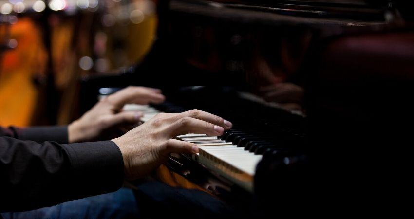 Fazer o campo harmonico menor no piano ou teclado