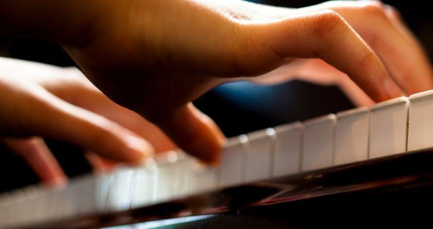 aprendendo a tocar teclado do zero como iniciante