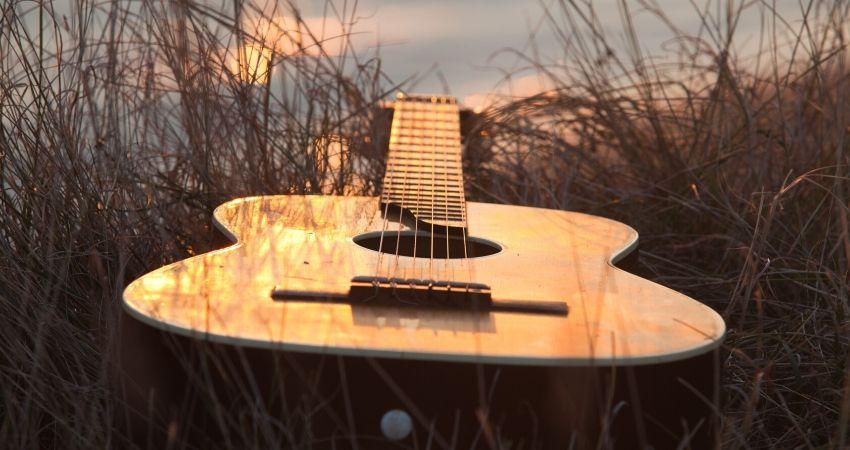 Marca e preço de violão